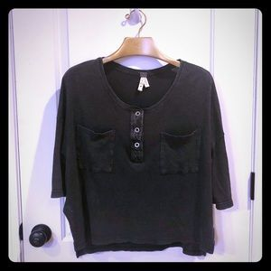 WE THE FREE PEOPLE OVERSIZED RIBBED HENLEY CROP XS